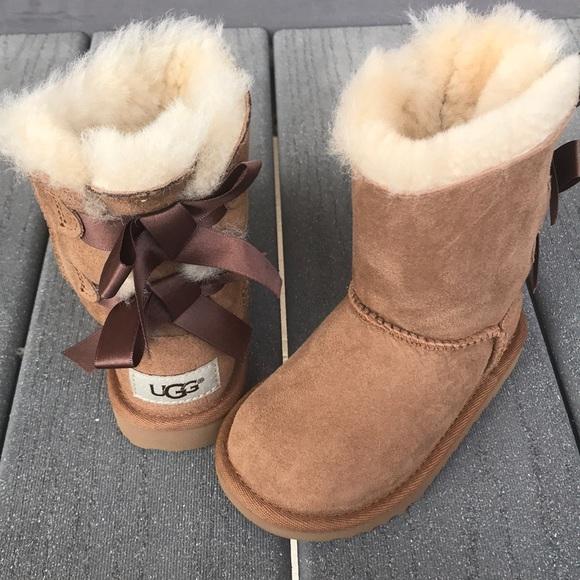 8dd0f88c829 Girls bailey bow 2 ugg boots chestnut size 7 10 NWT